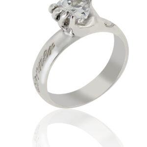 Anello d'argento con pietra di zirconia cubica bianca